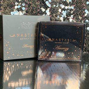 Anastasia Beverly Hills Amrezy Highlighter. BNIB!!